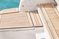 755-cruiser-details-0187_swim-platform_f