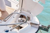 755-cruiser-details-0229_bow-electrical-windlas_f