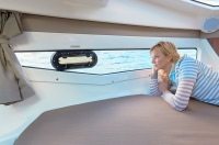 755-cruiser-details-1449_hull-side-window_f