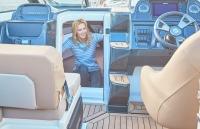 755-cruiser-details-1543-1_spacious_cabin_f