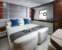 Princess-30M-Starboard-Twin_beds-together
