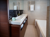 Princess_40M_Forward_Cabin_bathroom-RT