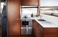 49-interior-galley-detail-with-full-height-fridge-freezer-1024x658