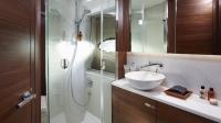 Princess-49-interior-forward-cabin-bathroom-1170x658
