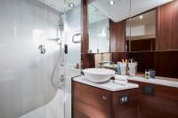 v50-stateroom-bathroom-1-rt