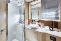 v60-forward-bathroom-2-rt