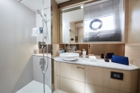 v60-master-bathroom-1-rt