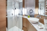 v65-forward-bathroom-rt