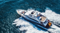 88-motor-yacht-exterior-blue-hull-with-hardtop-6-1170x658