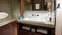 88-motor-yacht-interior-forward-bathroom-american-walnut-satin-hermes-1170x658