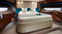 88-motor-yacht-interior-forward-cabin-american-walnut-satin-hermes-1170x658