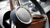 88-motor-yacht-interior-helm-wheel-detail-american-walnut-satin-hermes-1170x658