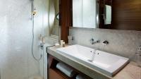 88-motor-yacht-interior-port-bathroom-american-walnut-satin-hermes-1170x658